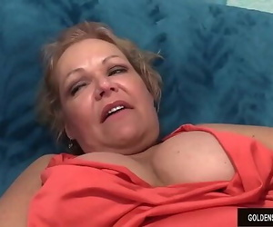 Mature girl Kelly Leigh suck..