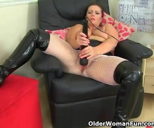 British MILF Sam Works her..