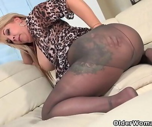 Hairy milf Joclyn Stone gets..
