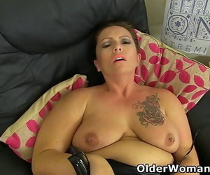 British mature Sam plays..